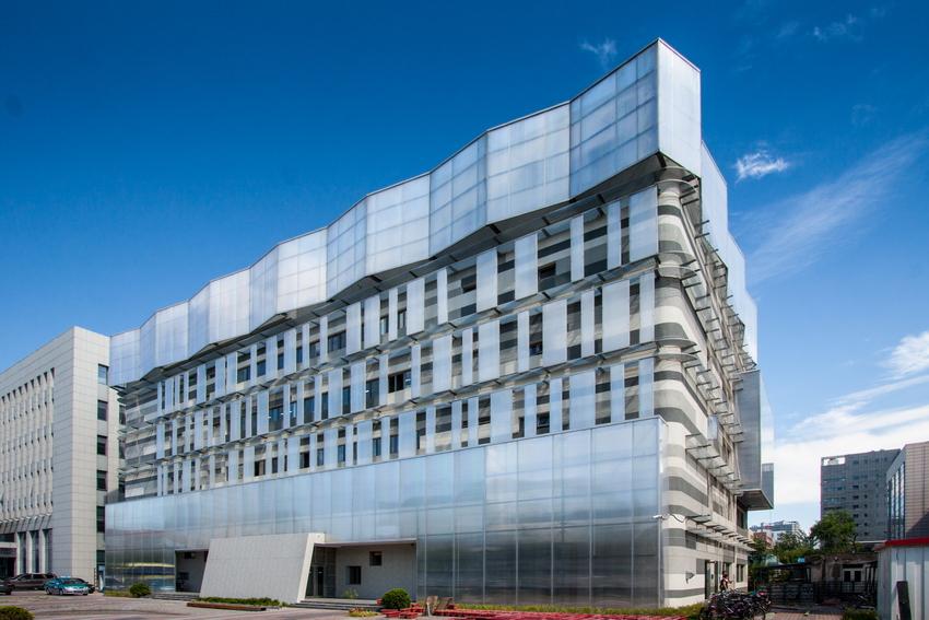 """按照国务院2013年《绿色建筑行动方案》规划和国务院办公厅能源发展战略行动计划(2014—2020年)通知要求,我国绿色建筑将迎来更大规模的快速发展期。绿色建筑、暖通空调的设计与运营是绿色建筑在全寿命周期内能否真正实现节能与环保目标的关键方面。为此,《暖通空调》杂志社联合绿色建筑青年委员会(简称""""绿建委青委会"""")、天津生态城绿色建筑研究院(北方地区绿色建筑基地)、中国勘察设计协会建筑环境与设备分会天津市委员会,共同举办绿色建筑设计与运营技术论坛。期待您的参与!"""